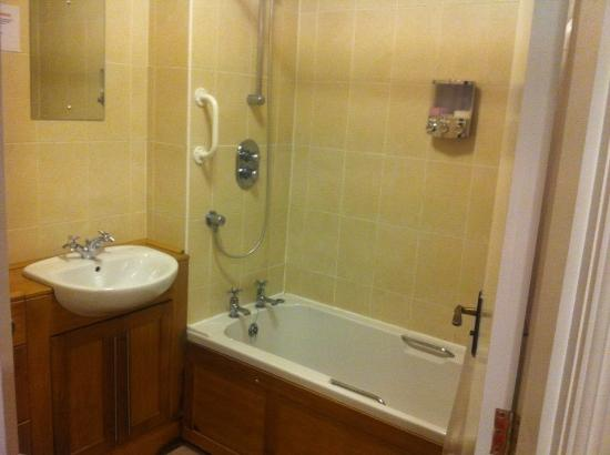 Motel En Suite Bathrooms: Masons Arms Gargarve (Gargrave)