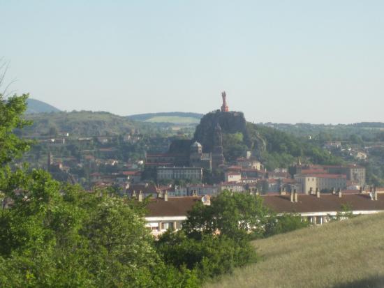 Les jardins de Champfleury : vue du Puy depuis la salle à manger