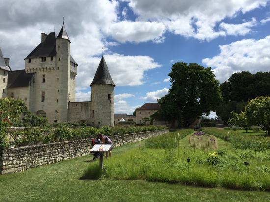 Les Petites Cigognes: Chateau Les Riveau
