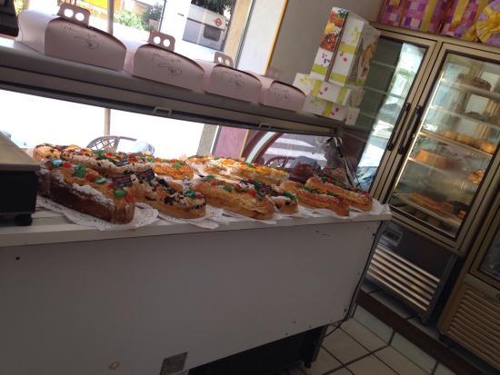Giovanni Spinelli Cafe' Restaurante: Nice interior, delicious desserts