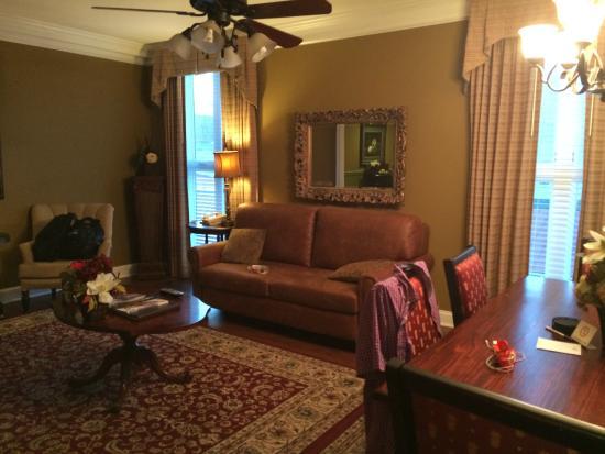 Church Street Inn: living room in unit