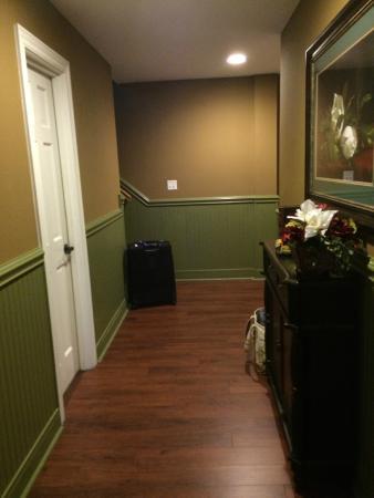Church Street Inn: hallway in unit