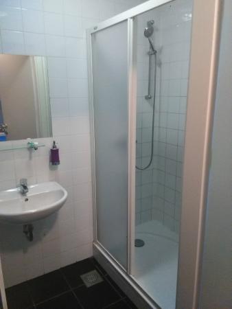 Hostel Pekarna: baño