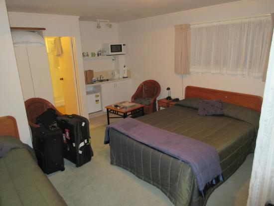 Admiral's View Lodge & Motel: Garden View Studio - 1 queen & 1 single bed