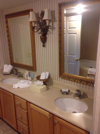 Hampton Inn & Suites Kansas City Country Club Plaza: photo2.jpg