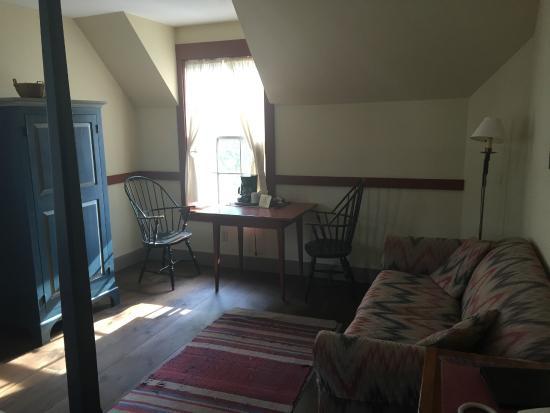 Artists Colony Inn: Room 303