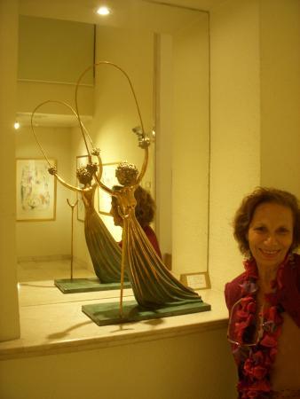 Ralli Museums : Bellisima escultura de Dali