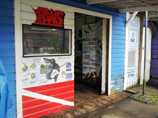 Bocas Water Sports: Dive shop