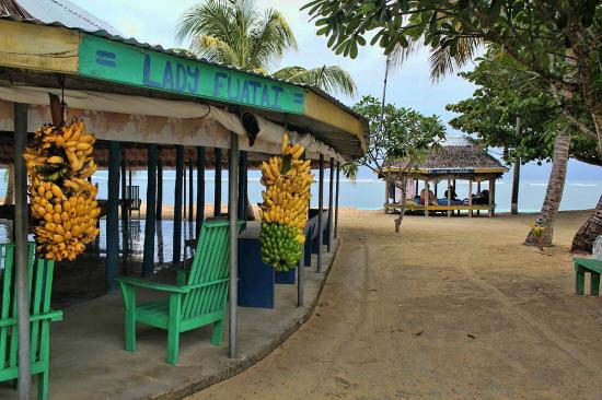 Tanu Beach Fales: Dining area. Fresh bananas available all day.
