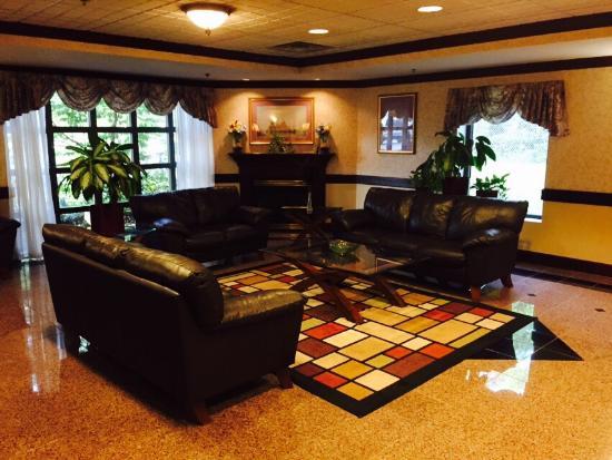 Holiday Inn Express & Suites Cincinnati Northeast-Milford: photo0.jpg