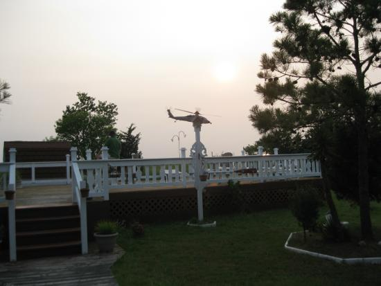 Bay View Inn: Helicopter maneuvers over the Bay