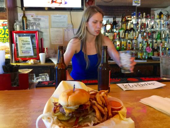 Elbe, WA: Great food, cold beer and great girl working the place