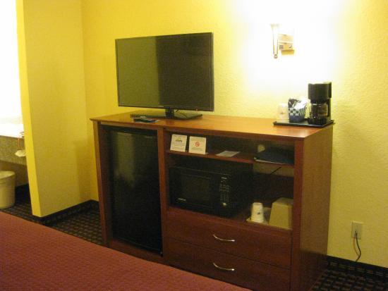 Days Inn Tucumcari: Nice flat screen TV