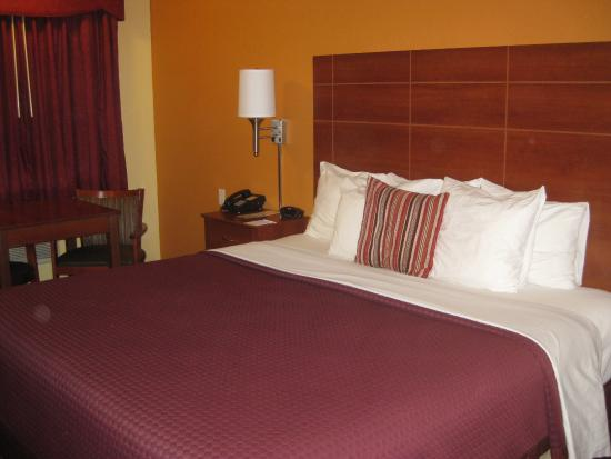 Days Inn Tucumcari: Very comfortable bed with mattress topper