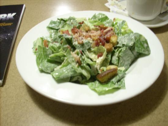 Vito's Pizzeria & Italian Food: Caesar salad with real bacon bits and garlic toasted into the butter.