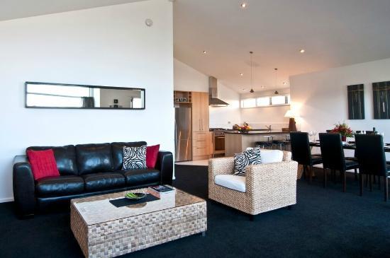 Distinction Wanaka: Lounge / Kitchen