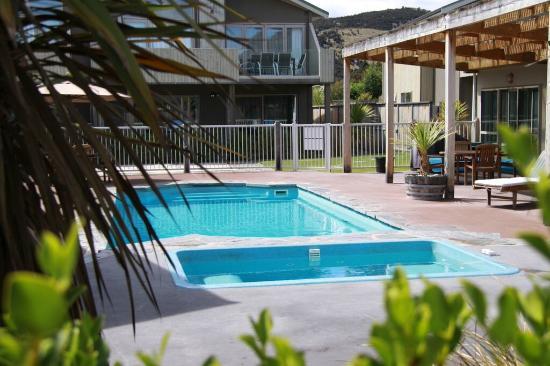 Distinction Wanaka: Outdoor Pool