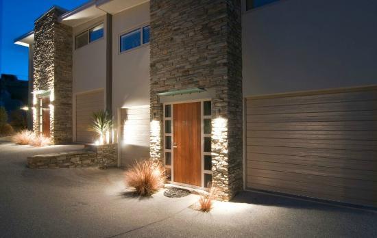 Distinction Wanaka: Exterior Night