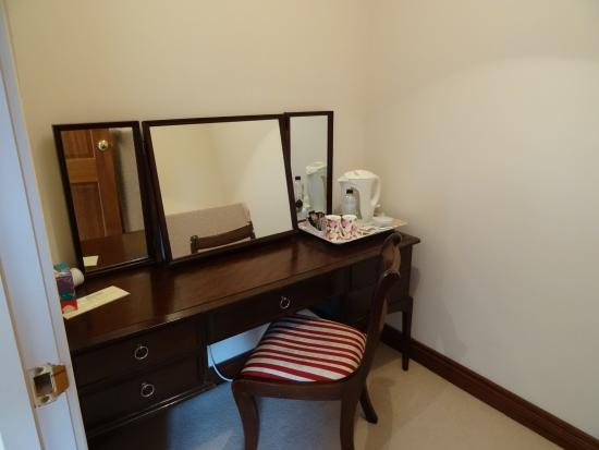 Lynden Heights: The dressing room - coffee and tea