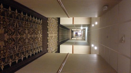 Host Inn All Suites Hotel : Hallway