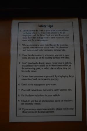 Holiday Inn Express Calgary: Safety tips ... Scary!