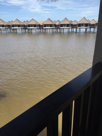 Avani Sepang Goldcoast Resort: The resort is located in a strait and is built on a mud flat. Don't expect crystal clear water.