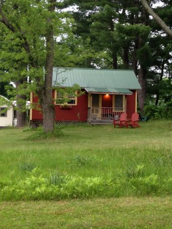 Clove Cottages: Red cottage