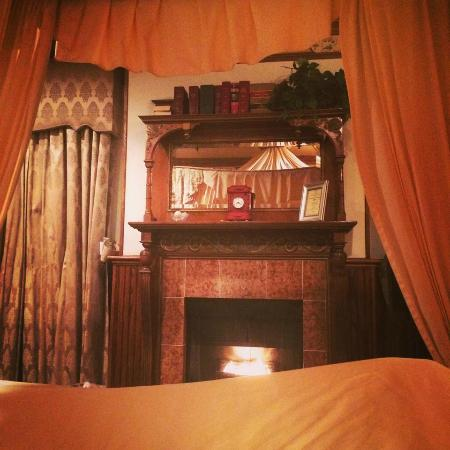 Doryman's Inn: Such a cozy room.