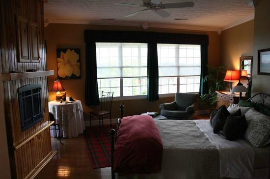 Braeside Inn: Our Room!