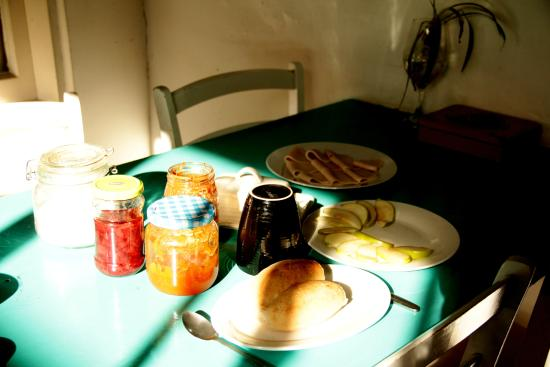 La Valija Hostel: breakfast