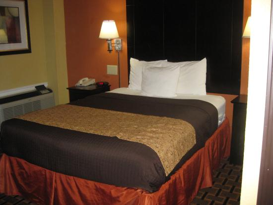 Days Inn Joplin: Newly remodeled