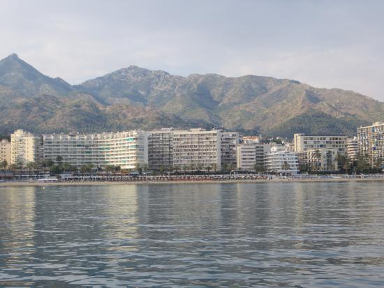 Puerto azul vanaf zee picture of aparthotel puerto azul marbella marbella tripadvisor - Aparthotel puerto azul marbella ...