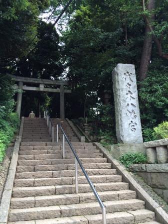 Yoyogi Hachimangu Shrine: 思ったよりでかいです。