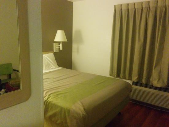 Motel 6 San Francisco - Redwood City: room with bed