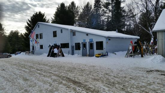 Lapland Lake Cross Country Ski Center: The Fininsh Line Lodge.