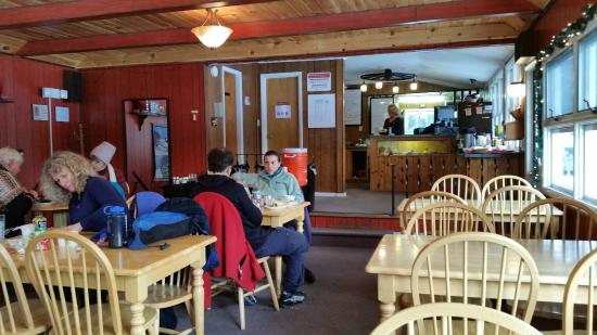 Lapland Lake Cross Country Ski Center: Tuulen Tupa Grill dining area.