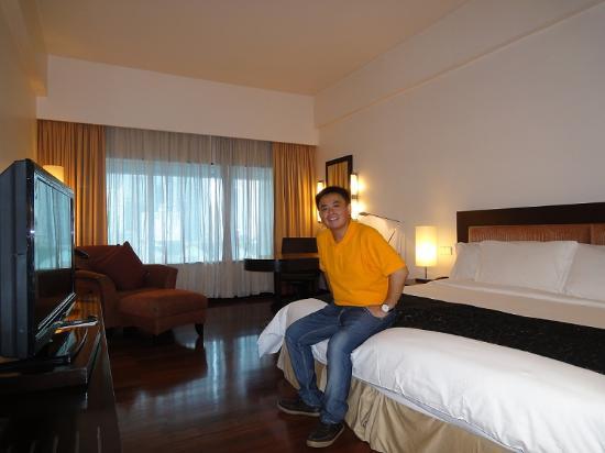 Berpose di kamar picture of impiana klcc hotel kuala for Dekorasi kamar pengantin di hotel