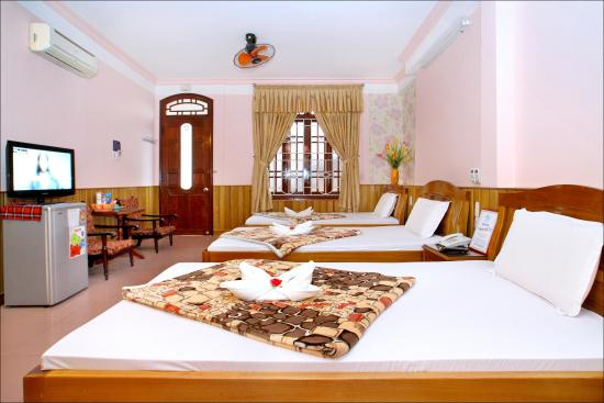 Hoa My Hotel: Triple room ( 3 beds for 3 peoples )