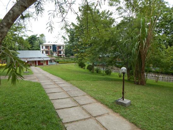 Dhanshree Resort: Dhanshree Gardens & Landscape