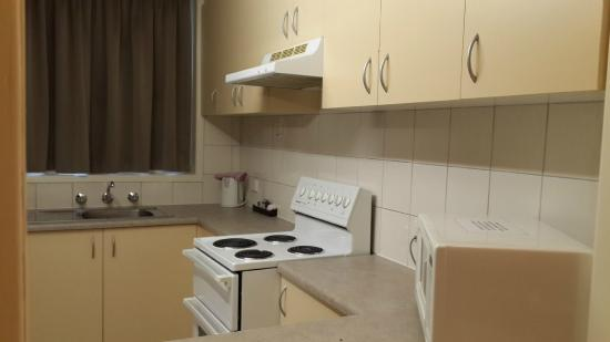 Best Western Melbourne's Princes Park Motor Inn: Kitchen