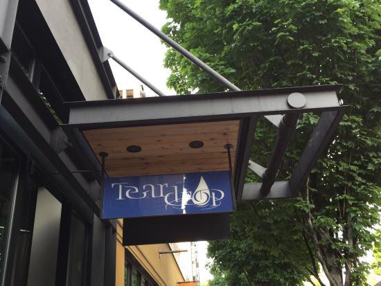 Teardrop Lounge: Happy Hour On The Patio