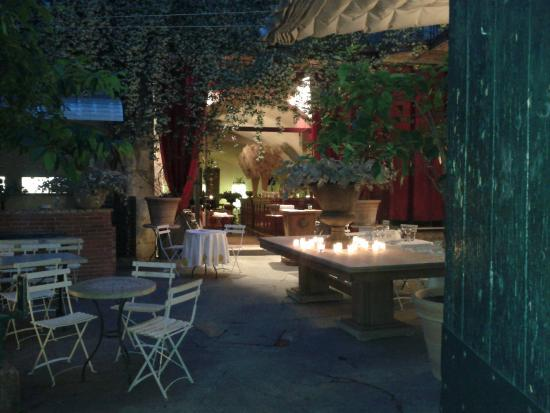 Ext rieur photo de restaurant le 9 n mes tripadvisor for Exterieur restaurant