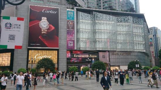 Регион Чунцин, Китай: ブランドショップが多数入居して居ます。