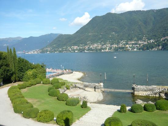 Vue panoramique sur le lac de Côme et Blevio depuis Villa Erba, 1er étage.