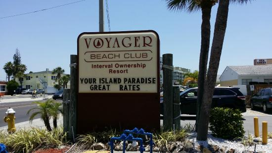 Voyager Beach Club: Sign on street.