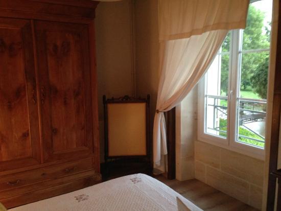Saint-Maigrin, Francia: Chambre fin bois