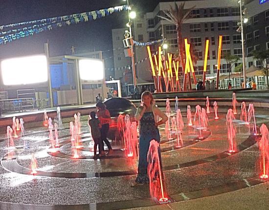 Netanya, Israel: Площадь вечером