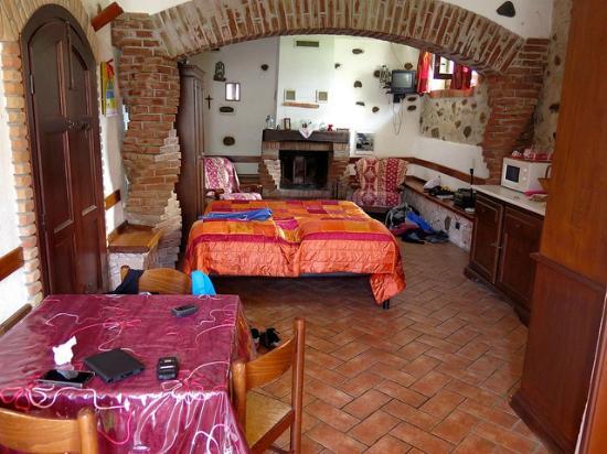 Bardineto, İtalya: l'interno della spaziosa camera