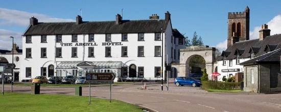 The Inveraray Inn: Front of Argyll Hotel