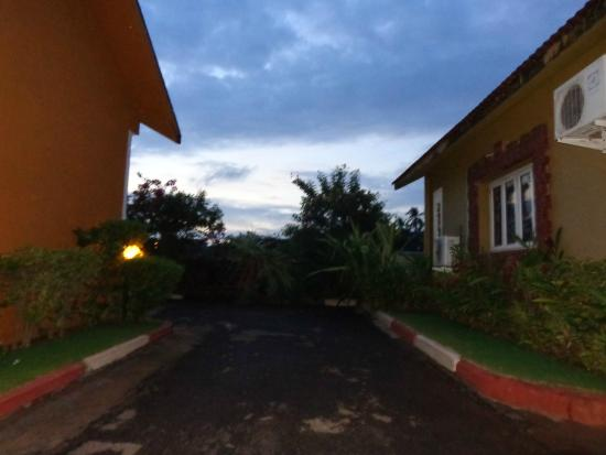 Ginger Tree Boutique Anjuna: Way to Suits/Villas